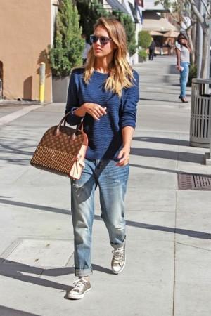 t7on3i-l-610x610-jeans-boyfriend+jeans-jessica+alba-streetwear-streetstyle-sneakers