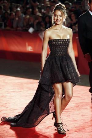 Unique-Strappy-Sandals-of-Jessica-Alba
