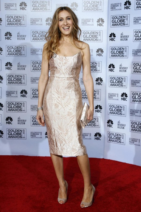 142935-sarah-jessica-parker-poses-backstage-at-the-64th-annual-golden-globe-a
