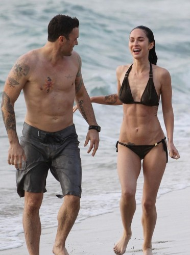 megan-fox-abs-bikini