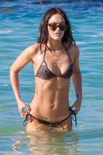 megan-fox-in-bikini-on-the-beach-in-hawaii_1