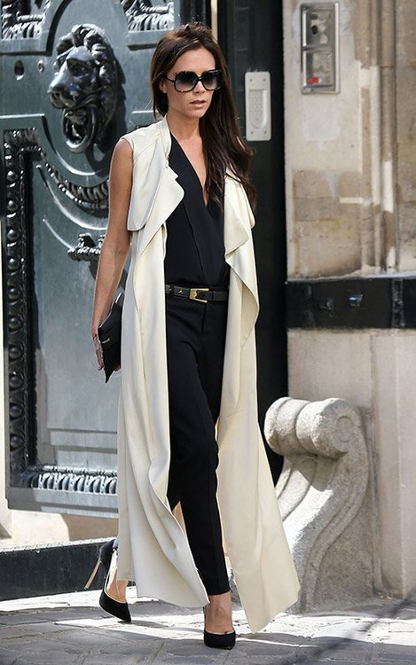 la-modella-mafia-Victoria-Beckham-2013-street-style-in-black-and-white-with-pumps