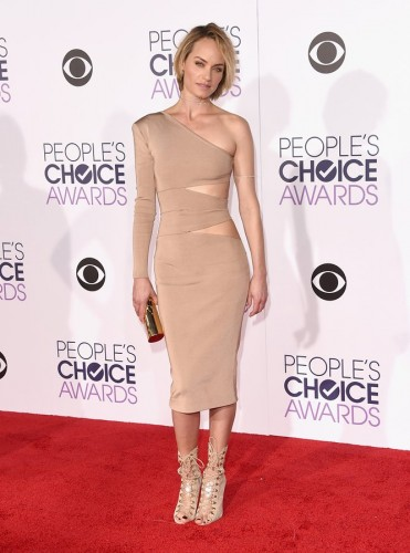 amber-valletta-peoples-choice-awards-2016